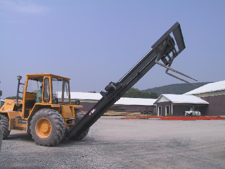 picture of an example of a forklift tipping its mast