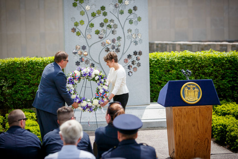 Image of wreath laying ceremony